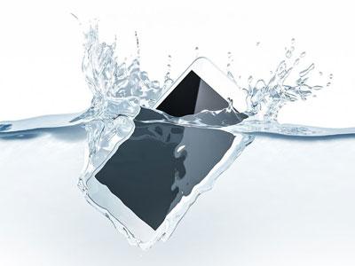 Что делать, если на телефон попала вода