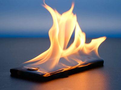 Возгорание телефона на зарядке.